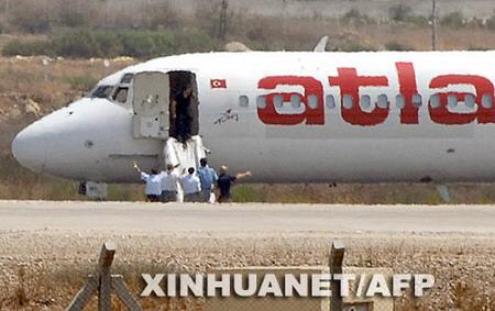 """组图:土耳其客机遭""""基地""""分子劫持"""