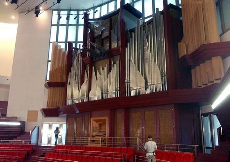 组图:巨型管风琴落户深圳音乐厅图片