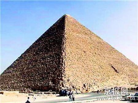 埃及最高的大金字塔  胡夫金字塔也只有136.5米高