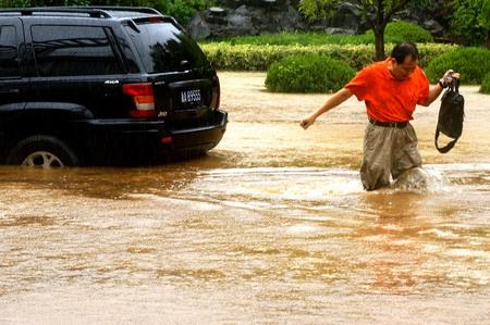 组图:台风罗莎造成杭州部分地区严重内涝 (3