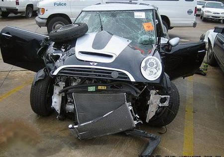 车报废不是按照车损险赔付,他们按照残值市场价加4s店修车价赔付...