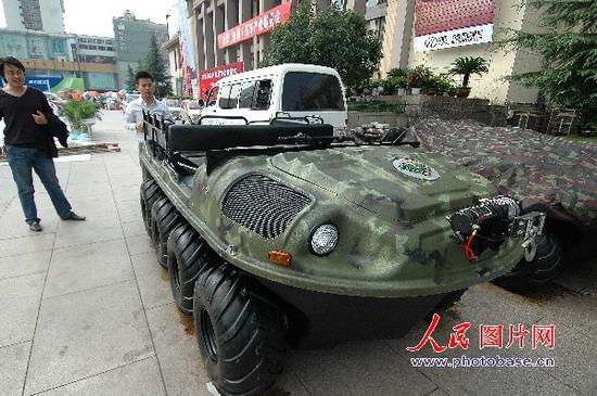 组图:西贝虎水陆两栖越野车现杭州