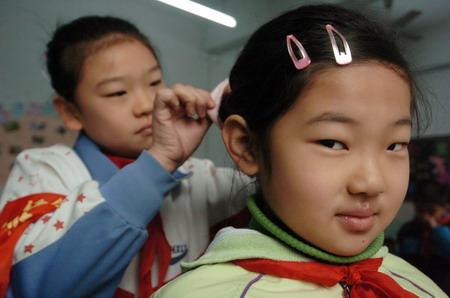 小孩扎头发的方法(7)小孩扎头发方法图解