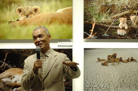 组图:著名野生动物摄影家岩合光昭作品展举行