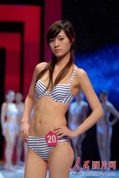 广西模特著内衣秀T台