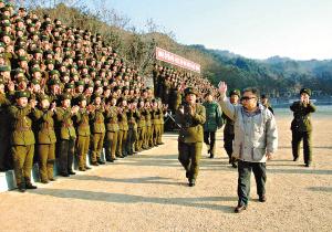 朝鲜领导人金正日的一举一动备受关注._-美伊是否开战 就看2008年