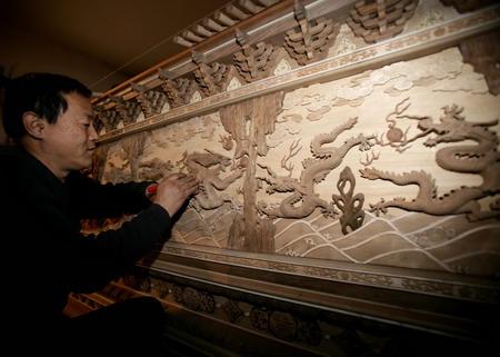《龙腾奥运》大型木雕龙壁
