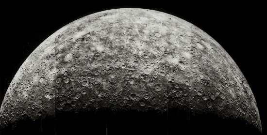 水星在直径上小于木卫三和土卫六,但它更重.