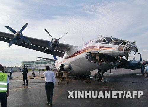 组图:两架飞机在刚果机场地面相撞 2人受伤 (2)