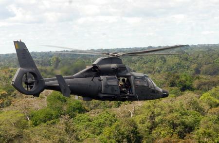 巴西警方的一架直升飞机在巴西与秘鲁交界的