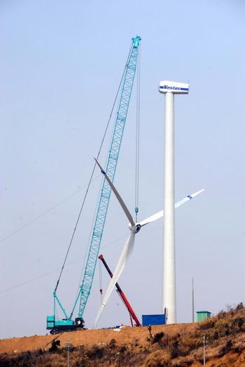 组图:浙江海岛建设大规模风力发电场 (4)