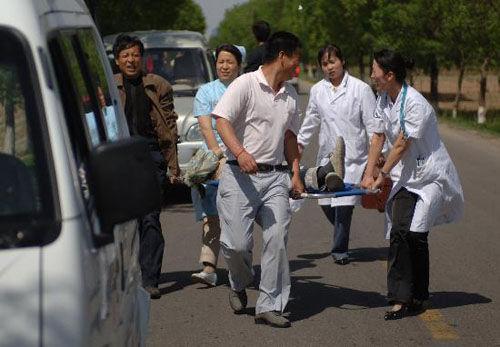 陕西地震造成水塔倒塌
