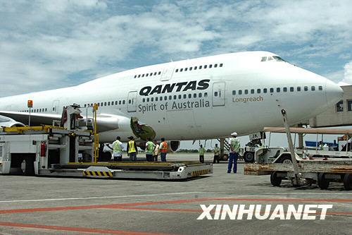 7月25日,澳洲航空公司的一架机身破损的客机紧急迫降在菲律宾马尼拉国