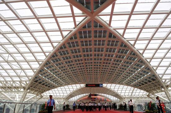 青岛新火车站正式启用