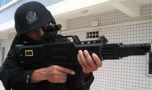 中国反恐特警配发神秘激光枪和MP5冲锋枪