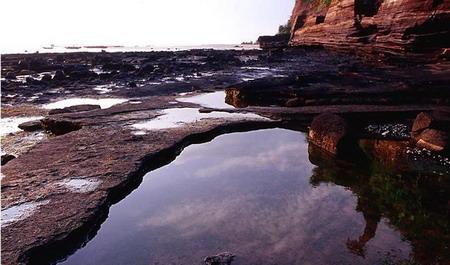 涠洲岛位于广西北海市正南面21海里的海面上,距北海市区36海里,总