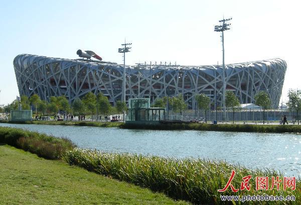 北京国家体育场有关部门做出暂时将主火炬塔放倒的
