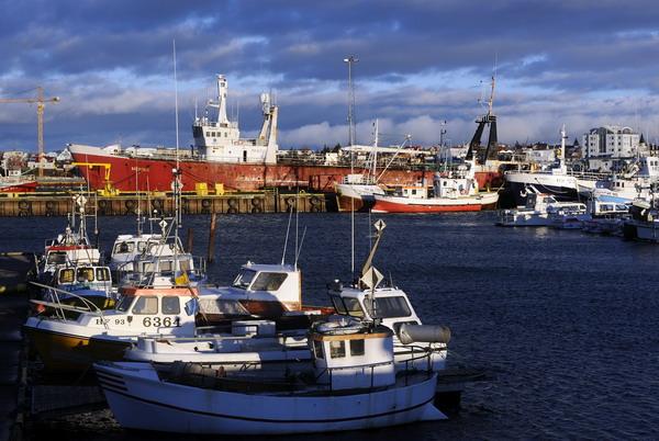 """雷克雅未克在冰岛语里便是""""冒烟的城市""""的意思"""