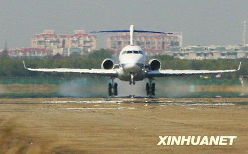 我国首架自主知识产权新支线飞机首飞成功 - 黔中人 - 黔中人