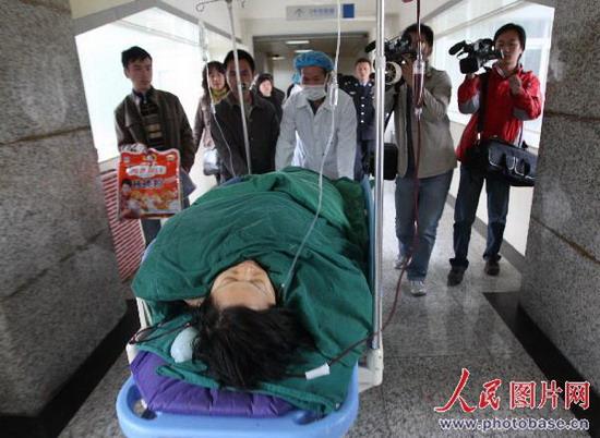 组图:昆明发生人质劫持事件 歹徒被警方当场击