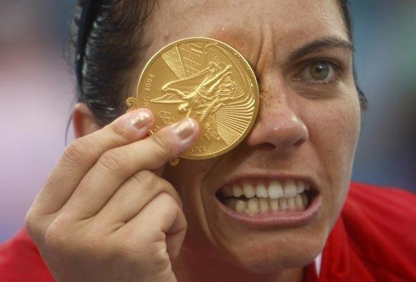 8月21日,美国队夺得北京奥运会女子沙滩排球比赛冠军后,队高清图片