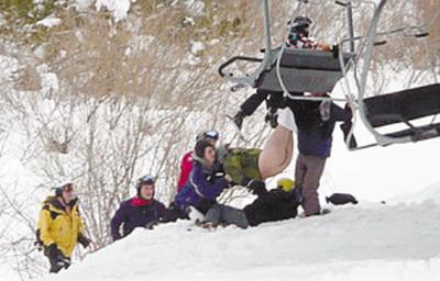 滑雪者倒挂金钩屁股滑落光裤子挨冻15分钟(3美女图片大全中新图片