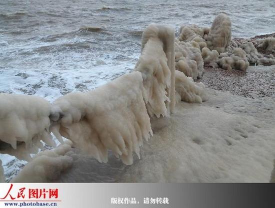 山东蓬莱海滨出现海水冰凌现象(来源:人民网) - 黔中人(田丰) - 黔中人