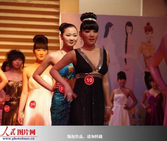 郑州举行中等职教服装设计与模特表演赛