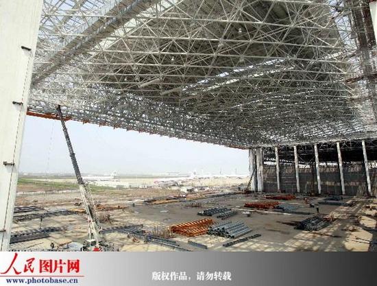 浦东国际机场亚洲最大钢结构飞机大修机库屋盖一次