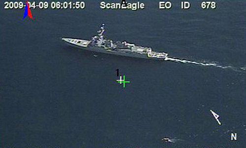 海豹突击队远距离狙杀海盗