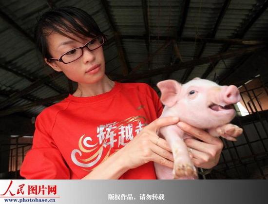 融水广西:美女大学生+回乡当子弹美女猪倌颗六图片