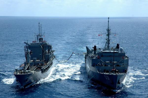 组图:巴西海军继续搜寻法航失事客机物品