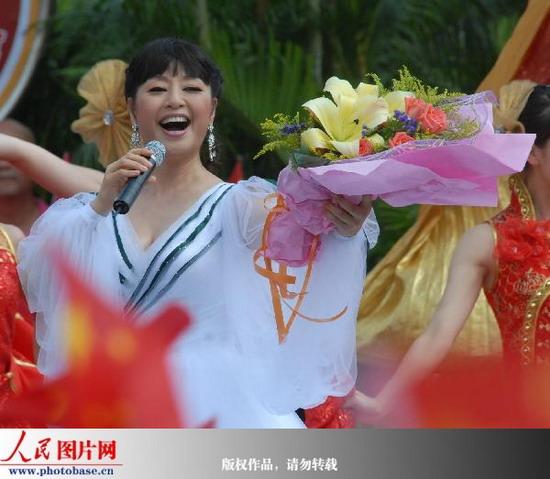 歌唱家殷秀梅演唱《我爱你中国》 版权作品,请勿转载.-广州 迎亚运