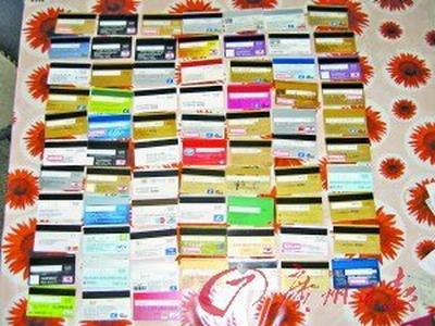 女子透支70余张银行卡写下1300万元欠条