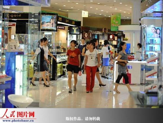 乌鲁木齐大中型商场超市日销售额明显回升 (5)