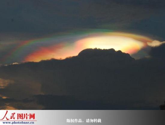 云南石屏:天边有朵七彩云
