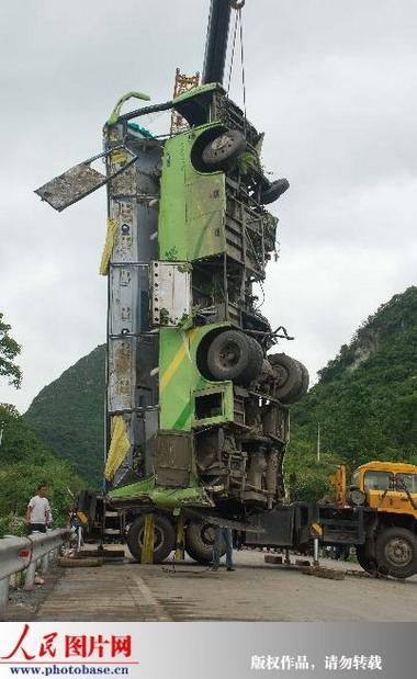 福泉发生旅游车翻车事故 4人死亡33人伤