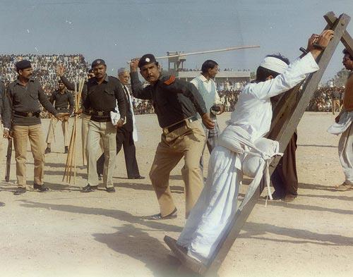 马尔代夫150名通奸妇女面临鞭刑惩罚--图片