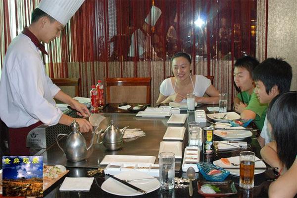 副秘书长刘滨和先生毛新宇邀请北川中学喻川、