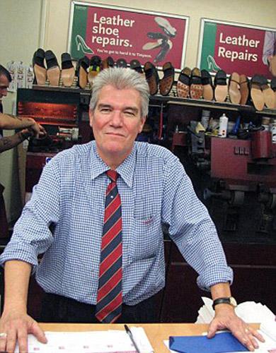"""为鸭子制作""""鞋子""""的鞋匠凯文"""
