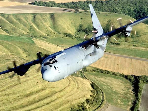 """飞机中,没有比洛克希德公司的c-130""""大力神""""更"""