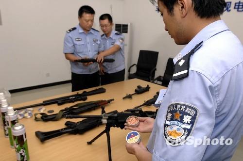 北京/组图:北京枪械发烧友收藏枪支被拘留