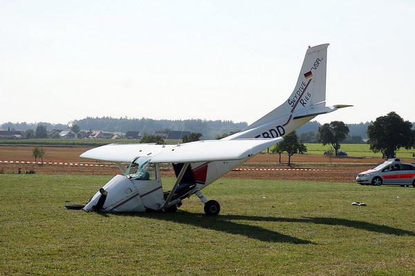 组图:德国两架飞机相撞4人死亡