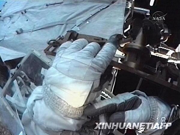 一个如小汽车般大小的氨冷却水箱并完成一些零件升级与维护高清图片
