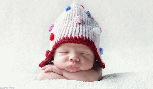 摄新生儿可爱睡姿
