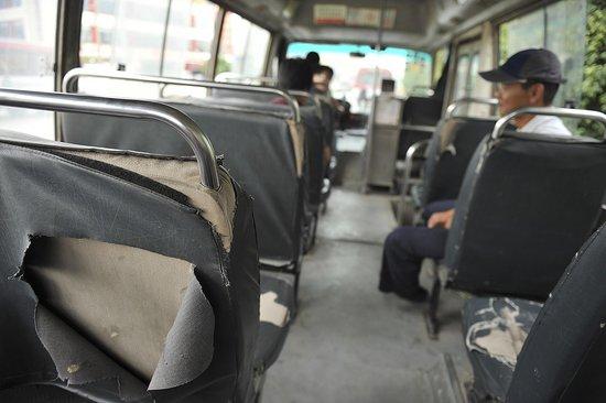 深圳报废一年多公交车仍正常运营 (2)