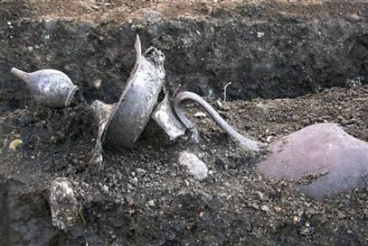恐怖 发现/4.希腊出土容器发现人的遗骨