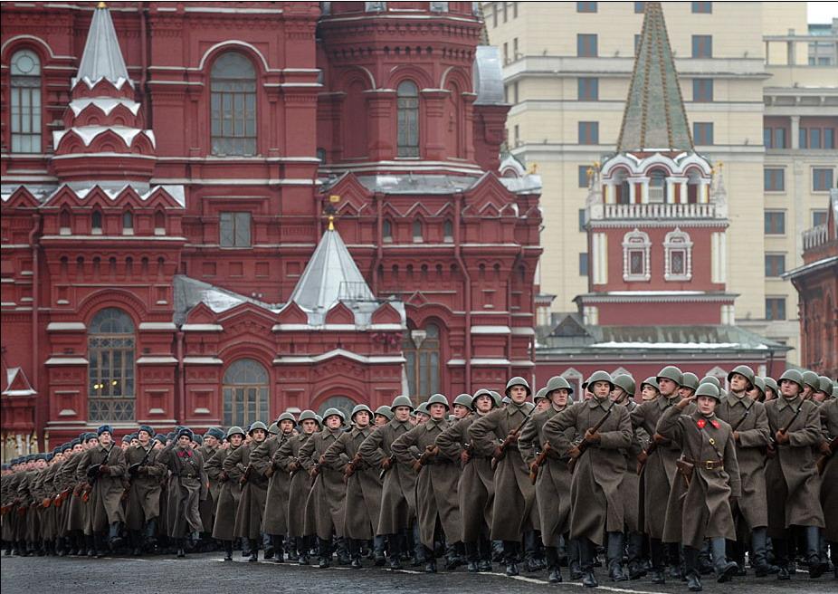 高清:俄罗斯举行阅兵式纪念1941年红场阅兵