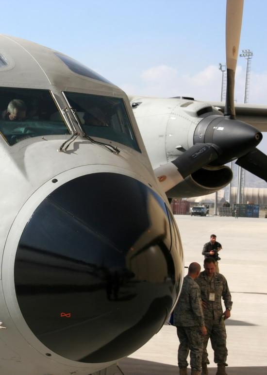 美国向阿富汗捐赠20架军用飞机