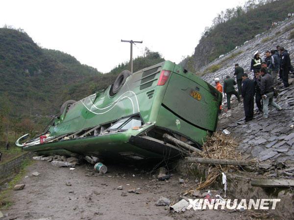 上海一大客车在贵州翻车 9人死亡30多人受伤